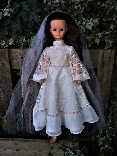 Cathie se marie.