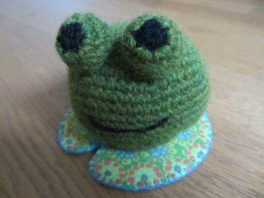 Tuto pour crocheter une jolie grenouille.