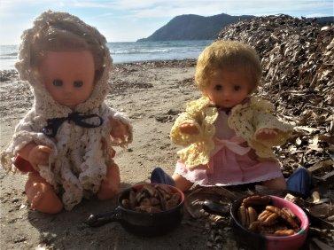 Après les GéGé, se sont les Bella qui profitent de la plage.