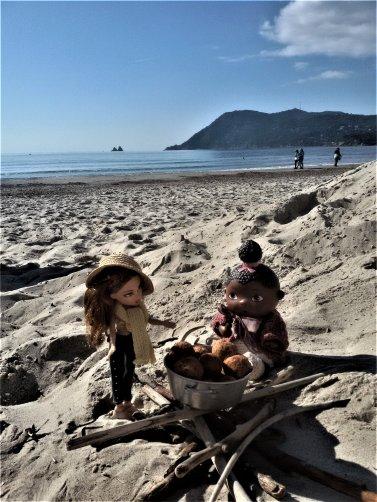 Dinette et farniente  à la plage. 8 photos.