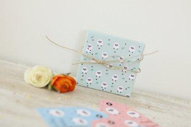 Petits  paquets cadeaux et étiquettes à imprimer aux couleurs de Pâques.