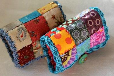 Avec des bouts de tissu...couds une belle pochette porte-aiguilles.