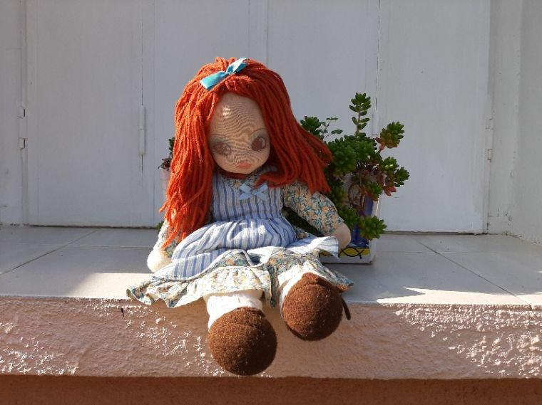 Hier chez grand-maman. La plus  petite des poupées en chiffon de chez Bella, peut-être Julie.
