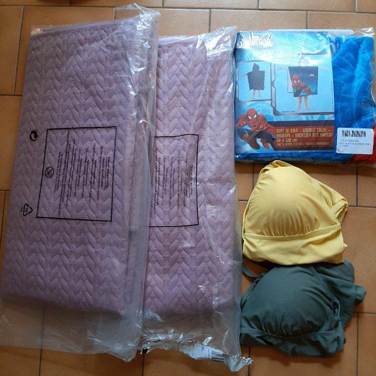 J'ai reçu mes achats de chez Extradingue, 2 plaids, 2 tankini, et une cape de bain.