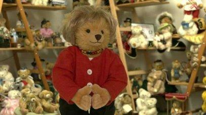 Un ours en peluche à l'effigie d'Angela Merkel s'arrache en Allemagne, qu'en pensez-vous les amis?