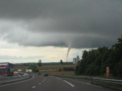 Une tornade type F1 à Saint Martin le samedi 26 juin 2001 .