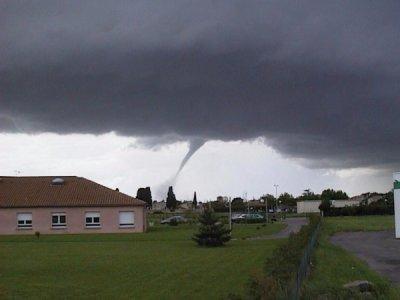 Une tornade à Villasavary Ou Bram le 15 mai 1999 type F2 .