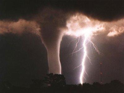 Une tornade + orage en Arizona 6 juillet 2010  type F3 .