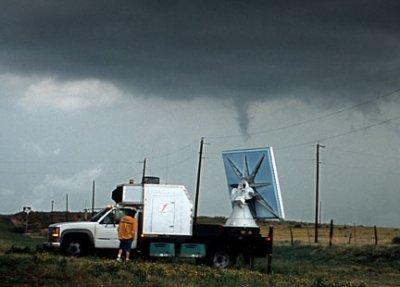 Voici un radar mobil pour chasser les tornade un vrai bijou .
