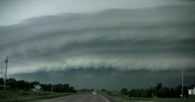 Une tornade en Dakota du Sud le 10 juillet 2010 type F2 ou F3 .