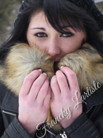Laura. F By Francky Lartiste (Première photo couleur avec modèle)