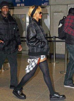 Rihanna : pour son anniversaire, elle s'offre une sortie dans le métro londonien !
