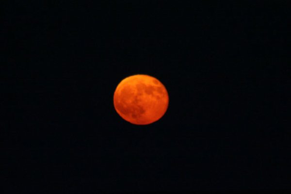 Pourquoi la Lune devient-elle parfois rousse ?
