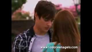 Le baiser de Violetta et Léon