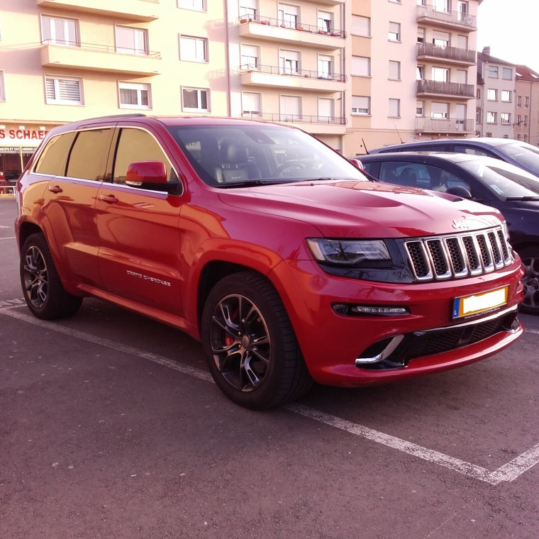 // JEEP GRAND CHEROKEE SRT //