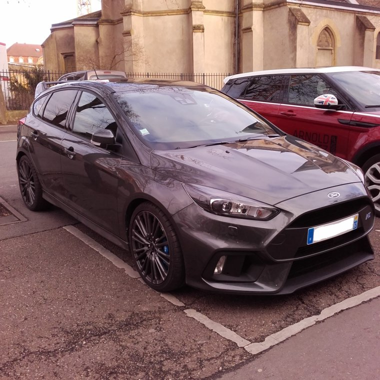 // FORD FOCUS RS //