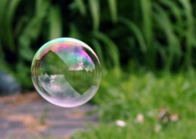 Attention ... La vie c'est comme une bulle a tout bout de chant sa peu explosé . Et , c'est trés fragile !