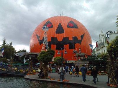 petite photo de la dcoration dhalloween europa park