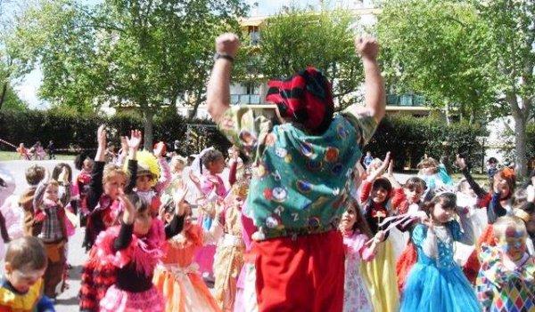 Carnaval école primaire maternelle avec le spectacle de boboleclown 2015 Marseille Toulon