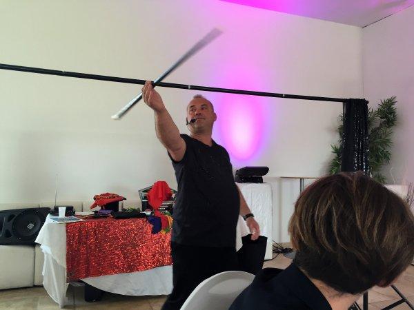 Magicien Aix en Provence spectacle de magie enfant domicile anniversaire