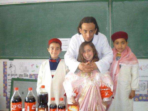 Heureux avec mes chers élèves en mode Habit traditionnel  :)