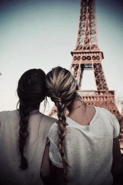 NewLife : Chapitre 3 -- '' Un ami c'est une personne qui reste dans ta vie malgré la distance et les années.''