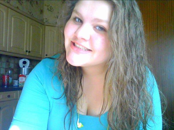 moi le 21/06/2012 Naaturelle et maquiller ert cheveux lisser et cheveux natturelle !!!!!