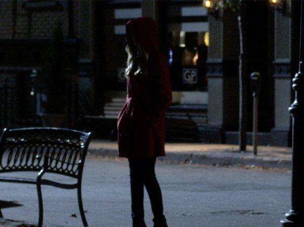 LA JUMELLE D'HANNA SOUS LE RED COAT ?