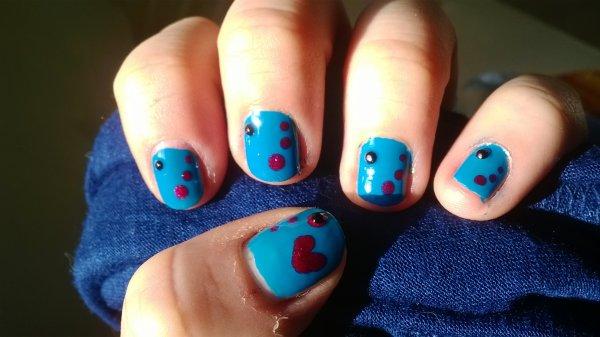 voila un nail art sur mes ongles tout court !!