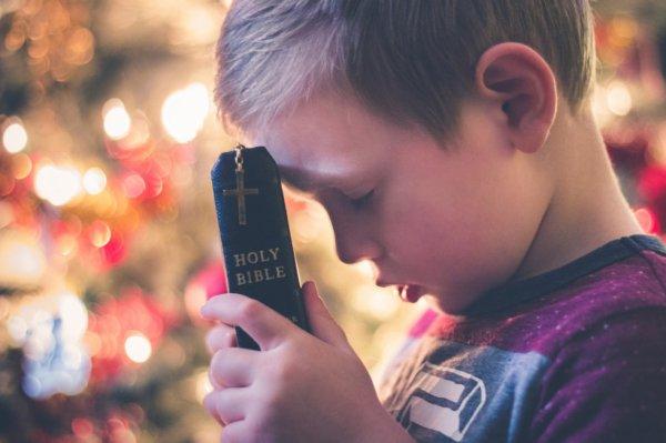 Un bon fils sait qu'il doit se confier en Dieu. Il fait la joie de ses parents