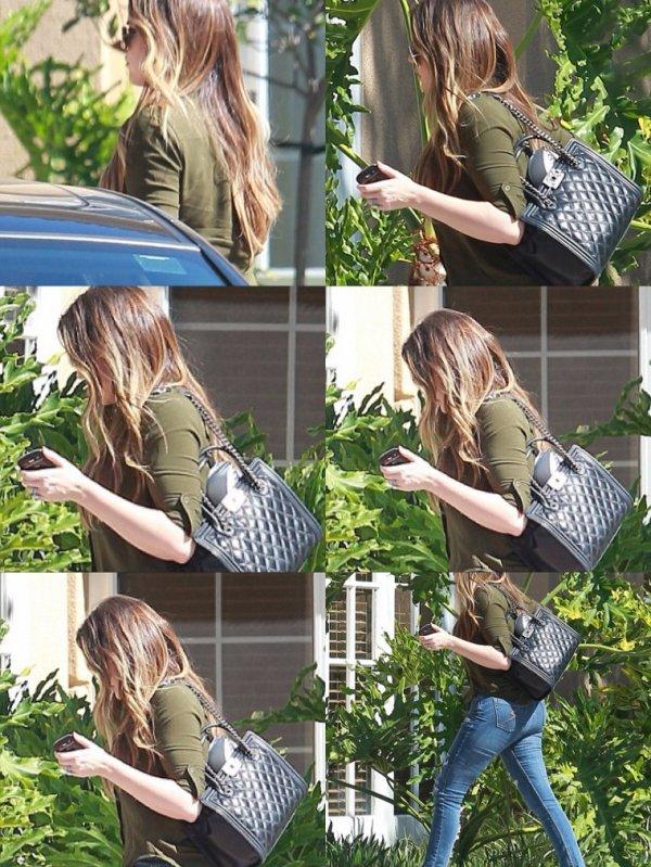 Khloé allant rejoindre Lamar à l'hôtel Hilton Garden Inn