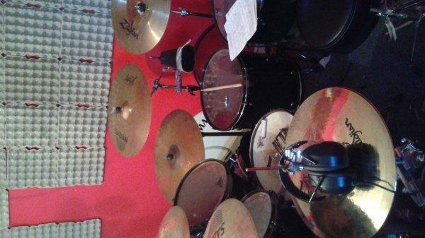 et on travaille sur un bon ptit projet !  dans deux semain au studio d'enregistrement!! ;)
