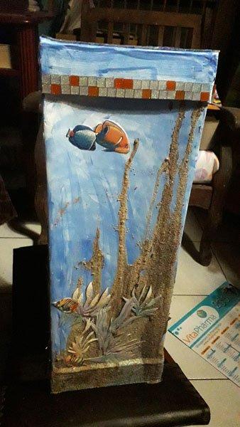 une colonne pour poser un vase ou un panier