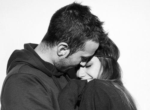 * Il faut prendre le risque de l'amour. Ce n'est pas garanti que tu ne souffres jamais. Non. Mais même si tu souffres un jour, ça ne sera jamais comparable aux regrets que l'on éprouve quand on a laissé passer l'amour. Et crois moi, la souffrance, vaut 100 fois mieux que le regret. C'est le paradis à côté. Alors ne laisse pas passer cette chance je t'en supplie !*