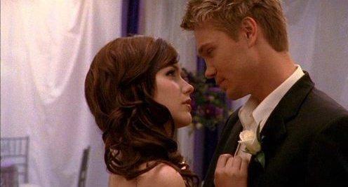 * __- Je voulais que tu me prouves que tu tenais à moi, je voulais que tu me dises que j'étais la seule fille qui te plaisait et que tu ___préférais passer le reste de ta vie tout seul, plutôt qu'avec une autre fille que moi ! Je voulais retrouver le Lucas qui m'avait ___dit une fois à la plage qu'il serait toujours là pour moi... * __- Comment voulais-tu que je le sache ? * __- Tu aurais dû le sentir ! *