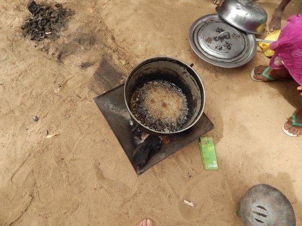 la friteuse au charbon de bois