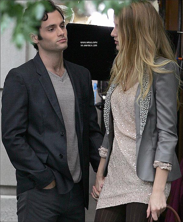 *Penn et sa girl-friend Blake tournant une ou plusieurs scènes sur le set de Gossip Girl le 27 sept' 2010.*