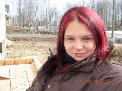 moi rendu avec les cheveux noir et avec meche rouge fuchia misfits. Black Bedroom Furniture Sets. Home Design Ideas