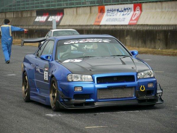 Nissan Skyline toutes générations !!!!