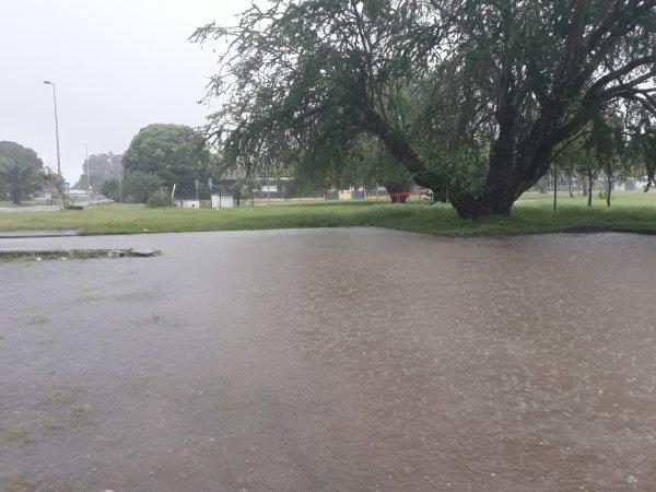 Les pieds dans l'eau au choix eau de pluie ou mer