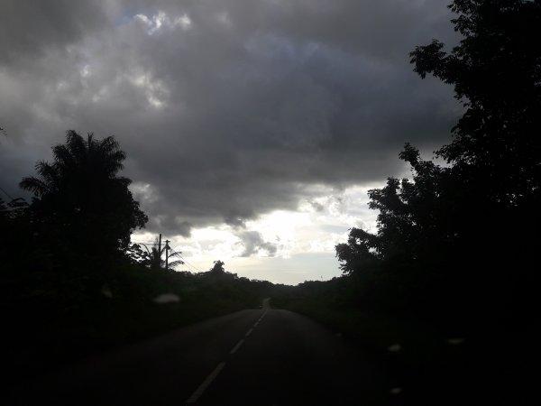 temps nuageux sur la route