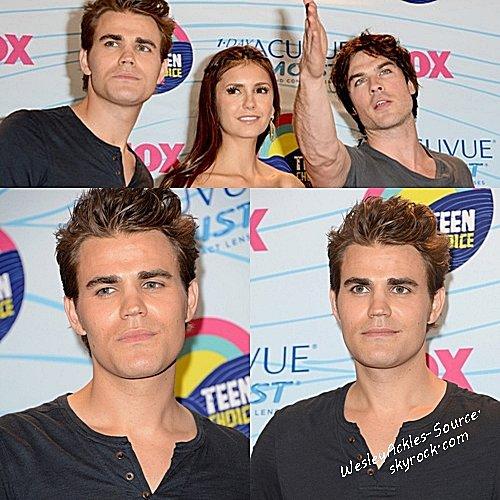 Jensen à Vancouver avec sa femme ( 31/07/12) & Paul aux Teen Choice Award avec l'équipe de TVD. (24/07/12)