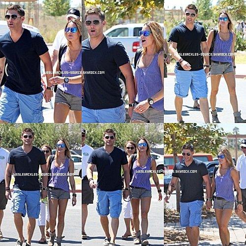 """Jensen était à Malibu le 2 Septembre, accompagné de sa femme Danneel. Paul lui était à la """"Dragon Convention"""", le week end dernier, avec plusieurs des membres du cast de TVD. + Une vidéo promo de la saison 4 de Vampire Diaries."""