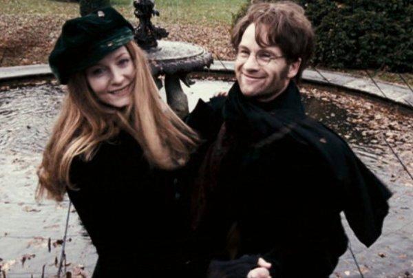 """""""Oh, il se rendait toujours ridicule quand Lily était dans le coin, répondit Sirius en haussant les épaules. Il ne pouvait s'empêcher de faire le malin chaque fois qu'il se trouvait près d'elle."""""""