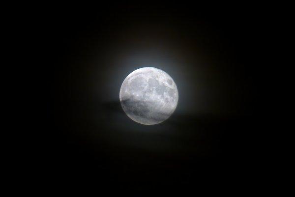 Parce que j'aime bien la Lune, je vais poser qlq photos ici.. comme ça...