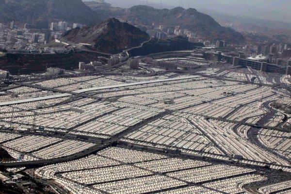 Abû Bakr conduit les pèlerins à La Mecque