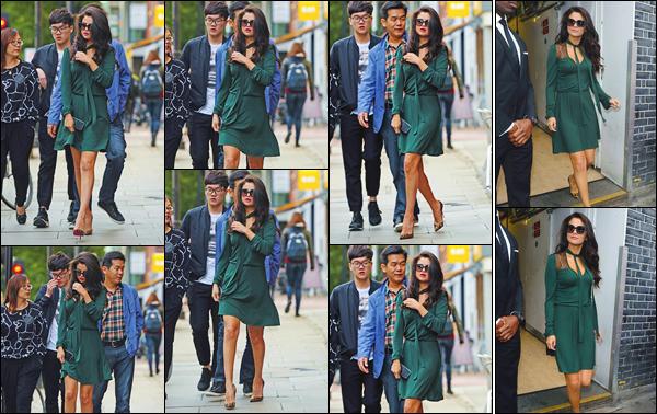 - ''-24/09/15-''- • '-Selena Gomez a été photographiée arrivant au restaurant : « Annabel's »étant situé à Londres. Un peu plus tard, c'est lorsqu'elle quittait ce restaurant qu'elle a été vue. Une jolie petite robe verte qui lui sied bien au teint. C'est un top. -