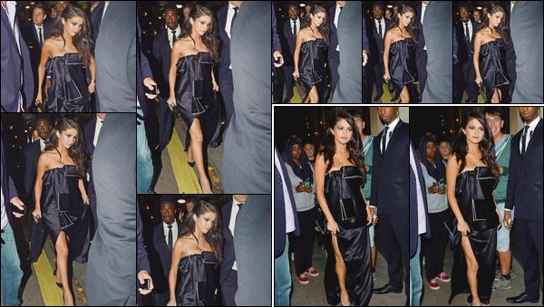 - ''-24/09/15-''- • '-Selena Gomez a été photographiée arrivant au restaurant :« Annabel's »étant situé à Londres. C'est ensuite à la sortie du restaurant que notre chanteuse a été vue. Je suis complètement fan de sa robe, juste superbe. Un grand top ! -