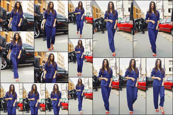 - ''-26/09/15-''- • '-Selena Gomez a été vue arrivant au studio d'enregistrement« Studio Ferber »situé dans Paris. C'est dans un bel ensemble bleu que nous retrouvons Selly. Je suis assez conquise par l'ensemble, cette couleur lui va bien au teint. Top.
