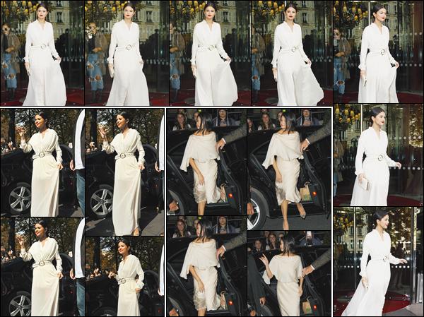- ''-26/09/15-''- • '-Selena Gomez a été aperçue en quittant son hôtel « Le Royal Monceau »se trouvant dans Paris. Plus tard, Selena a été vue arrivant au restaurant « Yeeels » de Paris, puis rentrant une fois la nuit tombée à son hôtel. Que de bons tops.